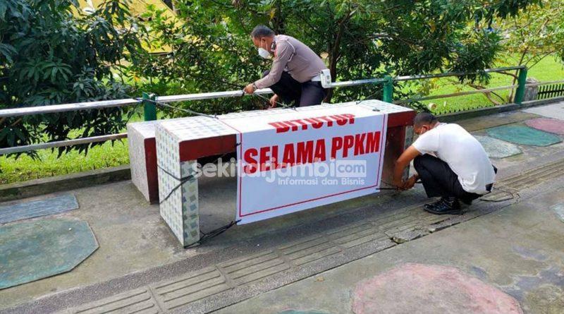 PPKM Mikro, Tempat Duduk di Sepanjang Pedestrian Kota Jambi Ditutup Terpal